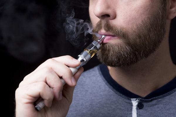 De ce tot mai multi tineri aleg tigara electronica
